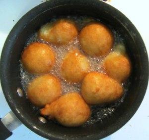 Puff puff frying