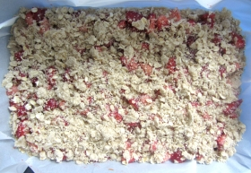 Strawberry oatmeal bars raw 2