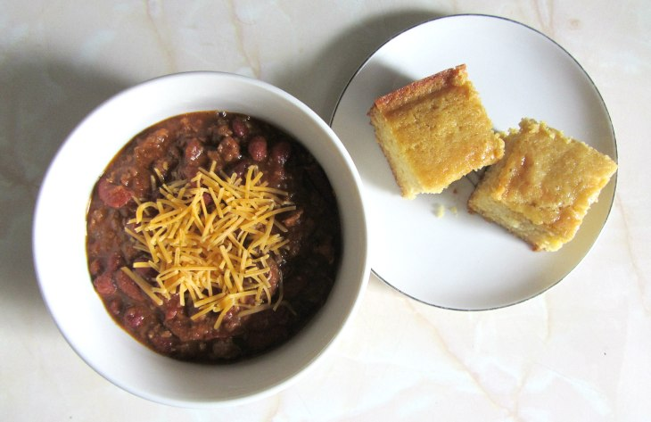 Chili w cornbread top